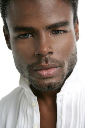 mannequin africain: Portrait de mod�le de jeunes africains am�ricains sur fond blanc Banque d'images