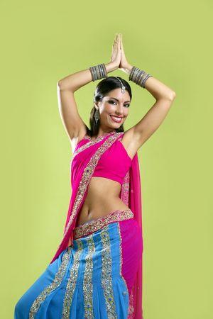 bollywood: Brunette Indiase danseres princess Bollywood-stijl, kleurrijke sari  Stockfoto