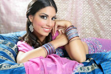 sari: Hermoso retrato de Morena India con traje de traditionl Foto de archivo