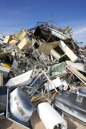 reciclar basura: industria de entorno de residuos de chatarra reciclaje ecol�gico de la f�brica Foto de archivo