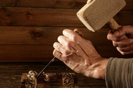 cincel: craftman de martillo de madera cincel carpintero herramienta mano de sobrecortes