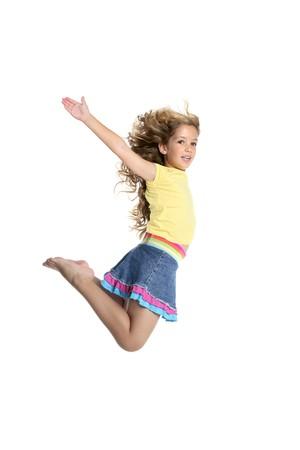 salto largo: poco bella joven volar saltando aislados sobre fondo blanco de estudio  Foto de archivo