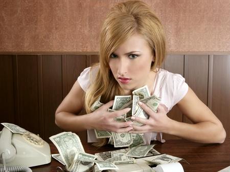 egoista: codicia dinero retro hermosa mujer Oficina vintage contable Foto de archivo