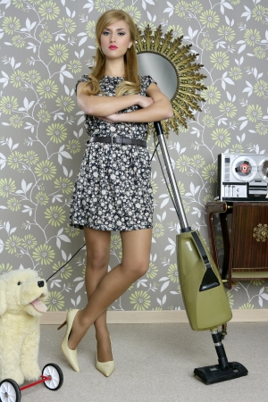 clean carpet: retro vacuum cleaner woman housewife vintage room wallpaper Stock Photo