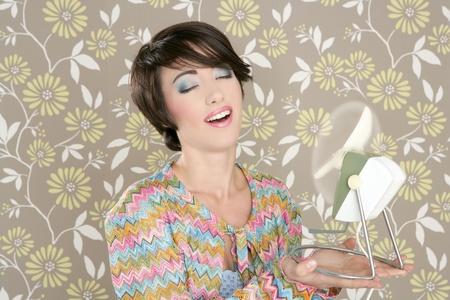 tacky: Retro air fan 60s vintage woman portrait floral wallpaper