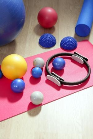 pilate: balles de pilates tonique stuff gym du mat sport yoga du rouleau anneau stabilit� Banque d'images