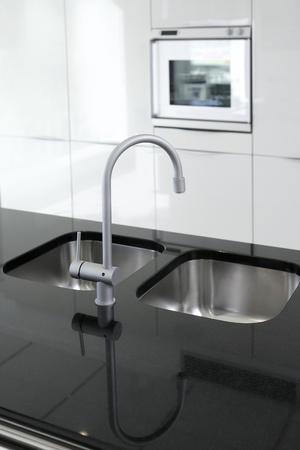 the faucet: cocina grifo y horno blanco y negro dise�o interior moderno
