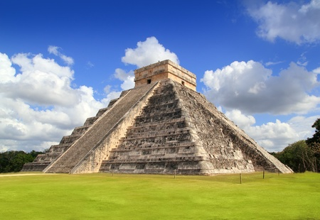 chichen itza: Ancient Chichen Itza Mayan Kukulcan pyramid in Mexico Stock Photo