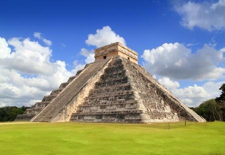 cultura maya: Antigua pir�mide de Kukulc�n Maya de Chich�n Itz� en M�xico