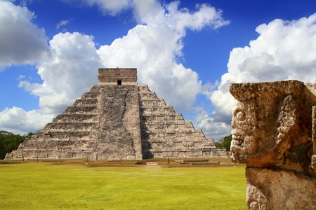 kukulkan: Chichen Itza Tzompantli the Wall of Skulls and Kukulkan pyramid Stock Photo