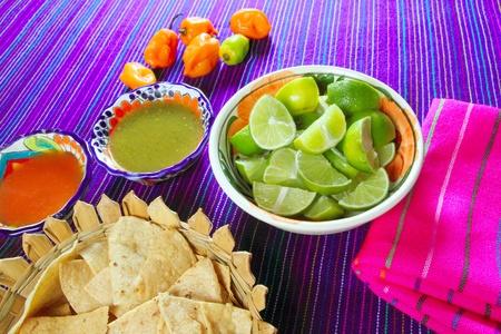 molhos: Mexican food varied chili sauces nachos lemon Mexico flavor Banco de Imagens