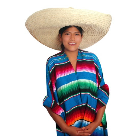 traje mexicano: Mujer de poncho Latina sombrero hispano mexicano aislada en blanco Foto de archivo