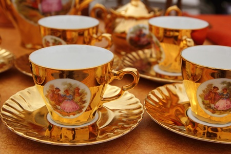 collectable: ancient golden porcelain cups coffe or tea vintage