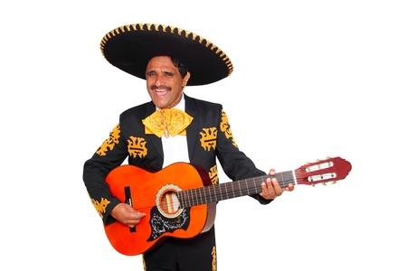 traje mexicano: Charro mexicano Mariachi tocando la guitarra aislado en blanco