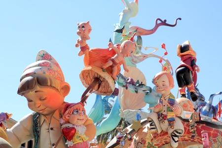 papier mache: Festival popular de fallas de Valencia con esculturas de figuras de papier mach� en Espa�a