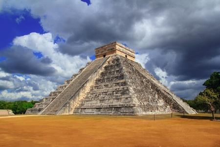 kukulkan: Pir�mide Maya de Chich�n Itz� Kukulc�n cielo dram�tico Yucatan Mexico