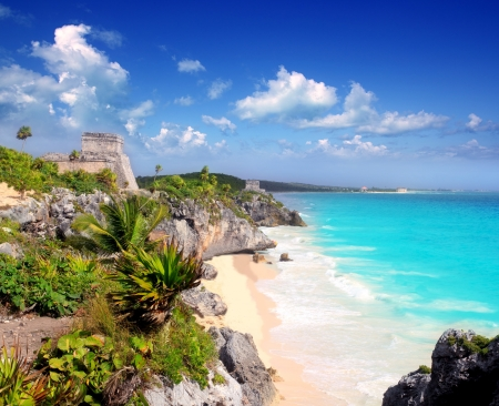 maya: ancient Mayan ruins temple of Tulum in Caribbean turquoise sea shore Stock Photo