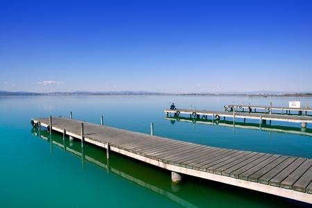 jezior: Albufera Jezioro drewniane Molo Valencia Hiszpanii mokradeł w śródziemnomorskich