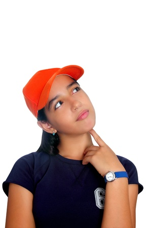 mujeres pensando: Pensativo chica de etnia hispana de chica adolescente latino con tapa naranja aislado en blanco