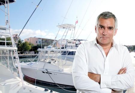 deskundigheid kapitein van vissersboot in Caraïbische tropische jachthaven