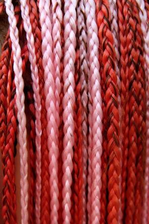 artificial hair: artificial color colorido cabello trenzado rojo y rosa