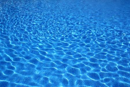 agua: imagen de textura de azulejos azules piscina agua reflexi�n Foto de archivo
