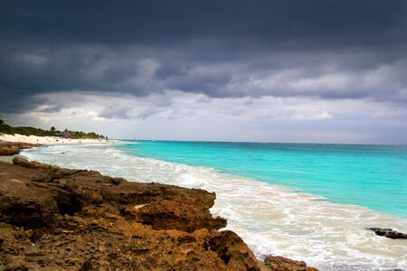 ouragan début de la tempête tropicale mer des Caraïbes Tulum ciel dramatique Banque d'images - 10489429