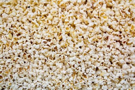 Mais pop corn texture veduta dal vetro nel negozio di cinema