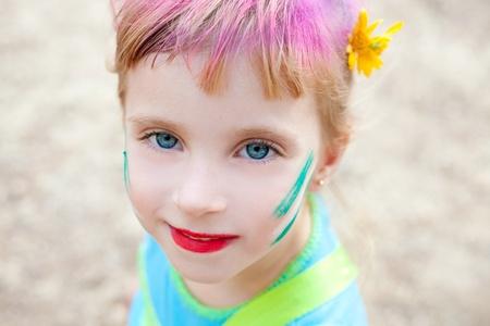 caritas pintadas: ojos azules niñas de maquillaje de la cara pintada de fiesta al aire libre