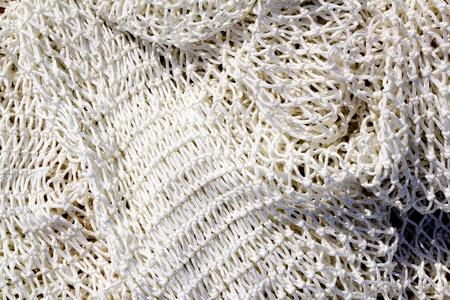 redes de pesca: pesca nuevo blanco de cerca la textura neto en el puerto del Mediterráneo