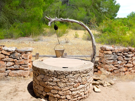 emmer water: Teken ook traditionele mediterrane metselwerk in Balearen