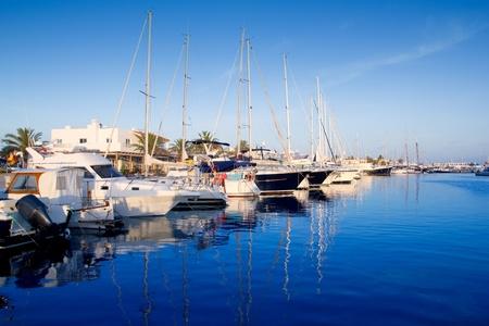 Formentera marina del puerto de yates en las Islas Baleares Foto de archivo - 11201725