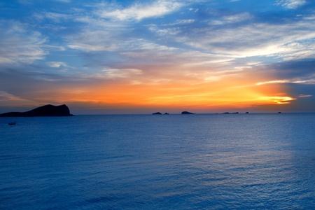 Ibiza Cala Conta Conmte slunce s bledas a proutí ostrovy Reklamní fotografie
