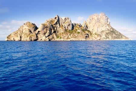 es: Es Vedra islet and Vedranell islands in blue Mediterranean Spain