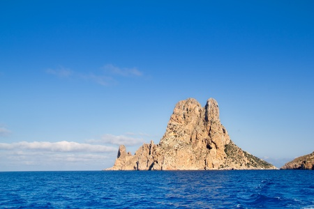 es: Es Vedra islet island in blue Mediterranean Spain