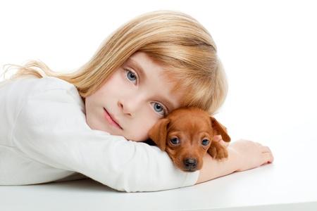 miniature breed: joven rubio con mini pinscher mascotas perro mascota en el fondo blanco