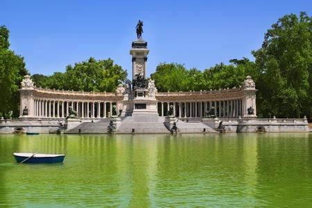 castellana: Buen Retiro park lake in Madrid with fallen angel statue