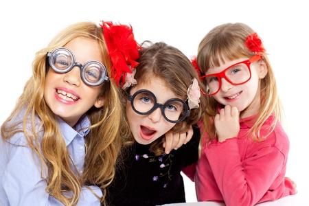nerd kinderen meidengroep met een bril en grappige uitdrukking