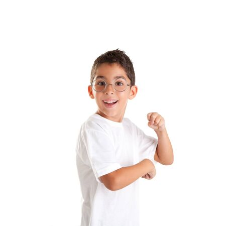 a891298b5b4dc7  12382347 - Kinderen nerd jongen jongen met bril en gelukkige uitdrukking  op wit wordt geïsoleerd