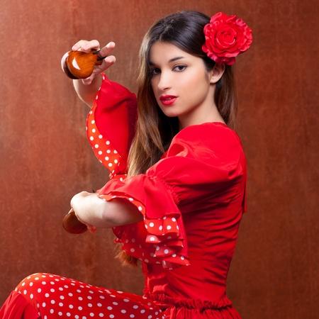 ffb451537  13181798 - Castañuelas bailarina de flamenco gitano chica España con rosa  roja