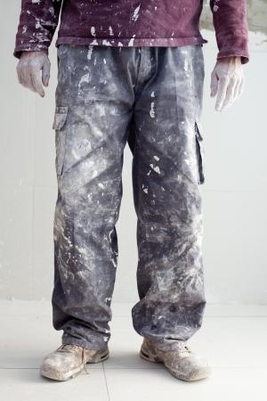 manos sucias: manos y el detalle blanco pantal�n sucio de enyesar el hombre pintor