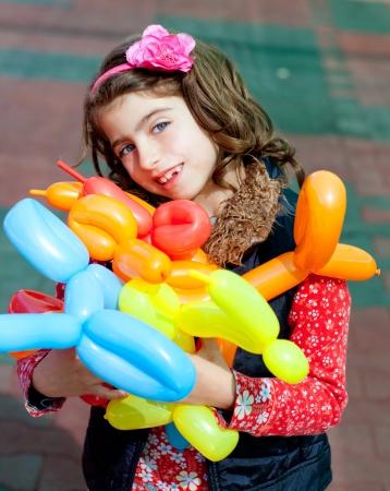 ballon draaien kunst kinderen gelukkig meisje na workshop met vele vormen
