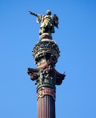 discoverer: Barcelona, ??Plaza Crist�bal Col�n estatua monumento en el cielo azul Foto de archivo