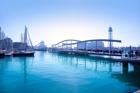 barcelone: Barcelone port de plaisance avec un pont et teleferico tour Banque d'images