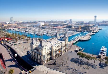 barcelone: A�rienne du port de Barcelone vue sur la marina sur la Plaza de Colon