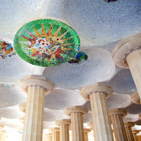 trencadis: Barcelona Park G�ell de mosaico de Gaud� en la C�mara de los Cien Columnas
