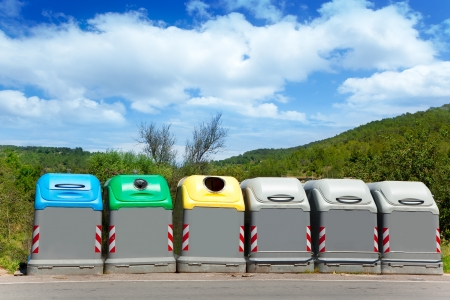 Ecologic selective trash containers by colors for a green planet concept Imagens