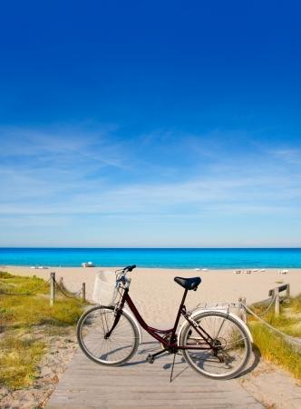 tanga: Biciclette in formentera spiaggia nelle isole Baleari in Medio Levante Tanga