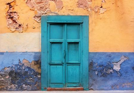 casa colonial: Las Palmas de Gran Canaria Vegueta grunge colorida fachada España Foto de archivo