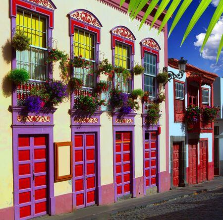 fachadas de casa: Santa Cruz de La Palma flores fachadas de las casas coloniales en las Islas Canarias